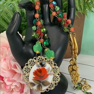 ✨Adorned Crown Assemblage rose green red necklace